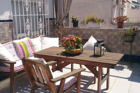 Quiet attic with sunny terrace - Sitges - Appartement