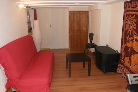 studio meublé avec wifi  - Leilighet