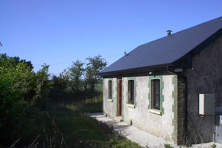 East Cork Traditional Cottage  - Cabane