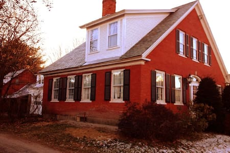 Charming 5BR Antique Farmhouse - House