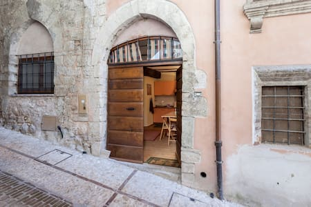 Studio apt in historical centre - Trevi - Apartment