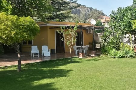 rose's cottage (800 mt dal mare) - Haus