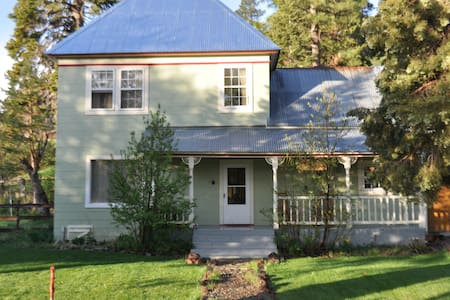 Historic, charming Sierraville CA - House