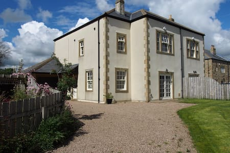 Country house near Yorkshire Dales. Private bath. - Bed & Breakfast