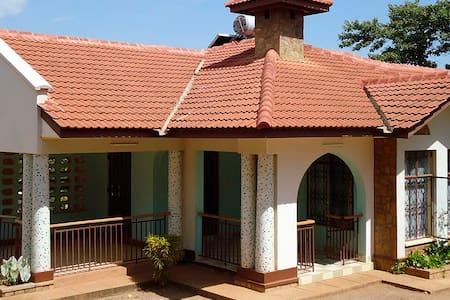 Kili-Konka Holiday Villa Chagga Rm - Villa