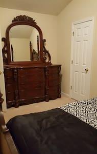 Hampton Room Available - Hampton - House