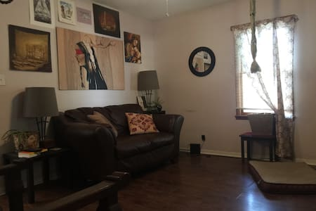 Private room, close to downtown, KU - Lawrence - House