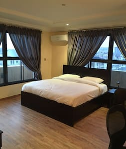 Fancy Penthouse Views w King Size Bed - Wohnung