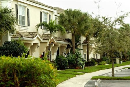 Large Modern 2BD Private Townhouse