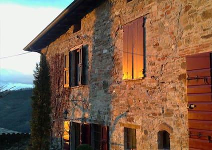 """The """"Buddha Suite"""" - Lesignano de Bagni - Bed & Breakfast"""
