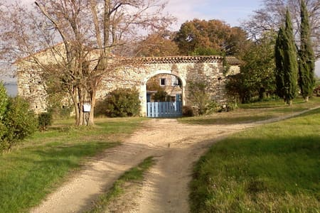 GITE AU CALME AVEC PISCINE - Huis