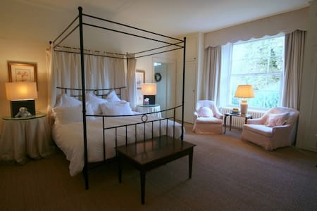 The Main Room - Bed & Breakfast