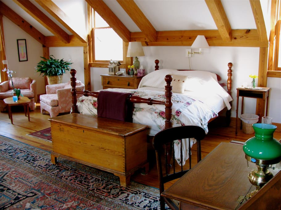 A sitting area, comfy queen bed, (now a King, as seen in newer photos) desk, wifi, all in your warm, bright aerie treehouse.