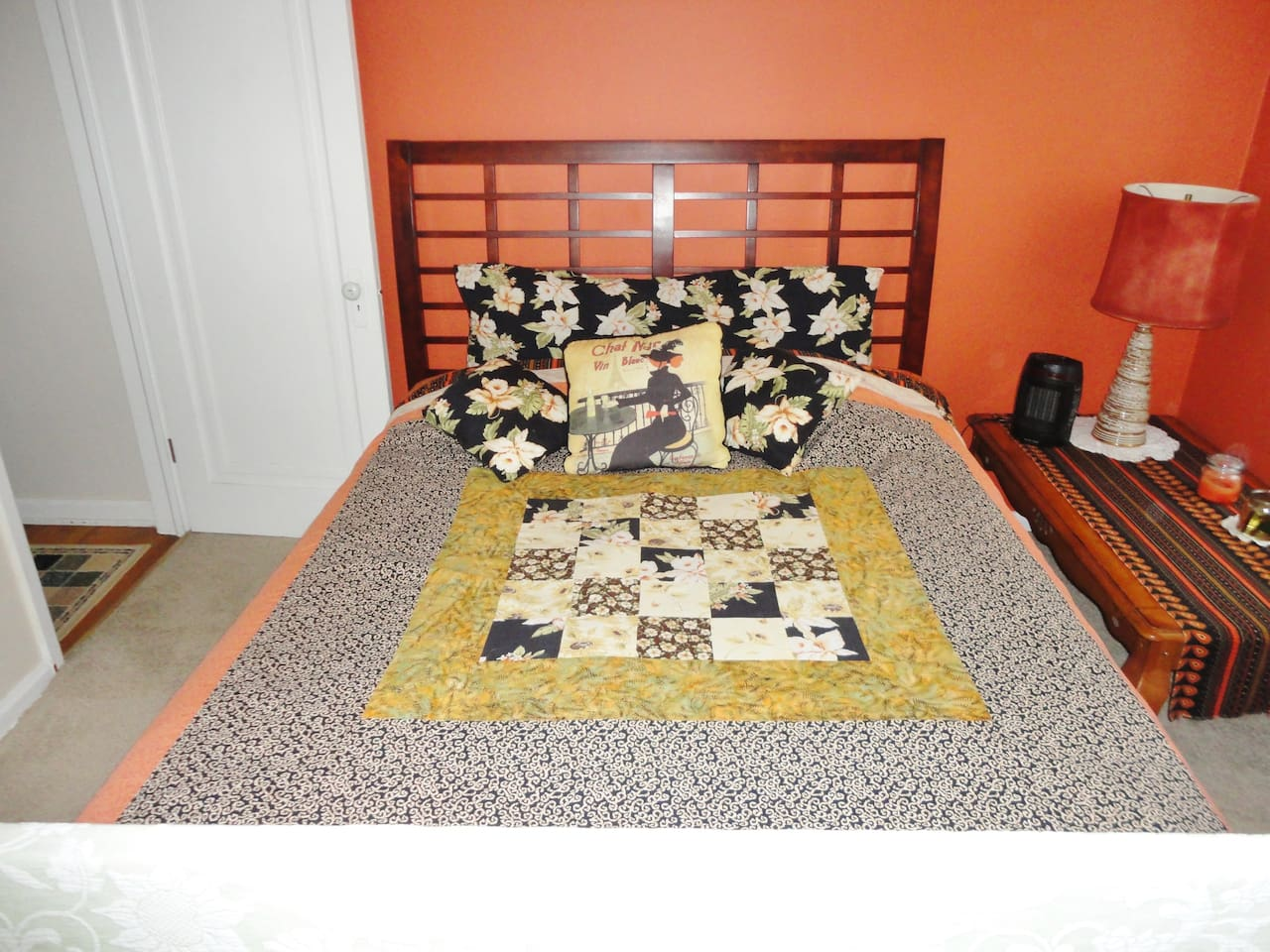 Queen bed, bright room with 2 windows, central AC and heat