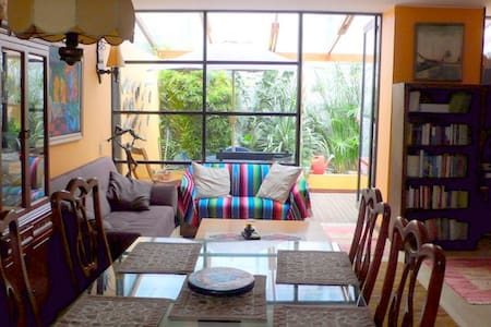 Double private room in gorgeous shared house. Located in eclectic Chía, 20minute bus from northern Bogota. Kitchen, laundry room, WiFi, TV & local phone calls. Patio with inspiring garden, relaxed atmosphere, public transportation nearby. FREE COFFEE