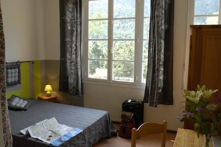 Chambre d'hôte de moyenne montagne - Bed & Breakfast