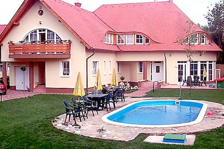 Balaton pool apartanhause