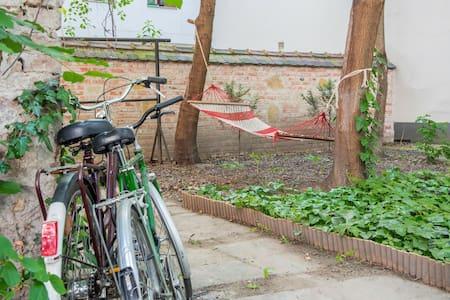 Vintage Garden by Castle + 2 bikes - Appartement