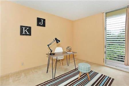 Spacious, comfy, free wifi, parking - Mililani - Apartment