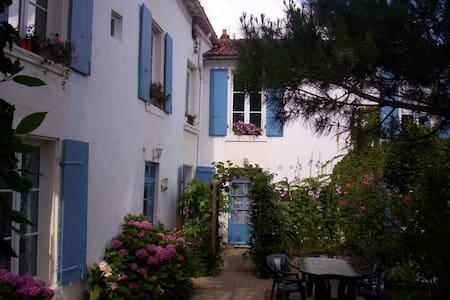 grand studio tout confort - Fontenay-le-Comte