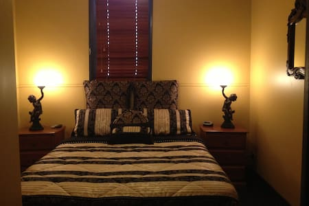 Church House B&B Gundagai -Standard - Bed & Breakfast