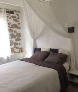 Chambre privée dans maison avec jardin - Hus