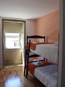 Hostel Casa do Pinheiro - Quarto 3 - Lagares - Bed & Breakfast