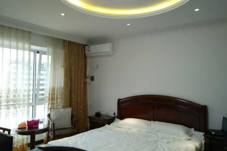 暖暖浪漫度假江景温泉特色短租公寓 - Dandong - Wohnung