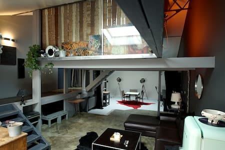 Grand loft lumineux dans rue calme - Montreuil