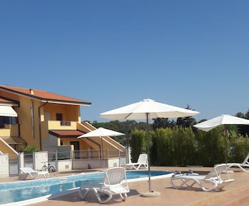 new townhouse for 4-6 pax. Sw.POOL. BEACH. Air/con - Pizzo - Wohnung