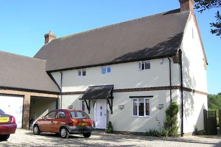South-facing room, quiet village - Lytchett Matravers