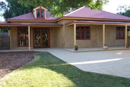 Rivergum Cottage-Gawler Barossa - Gawler South