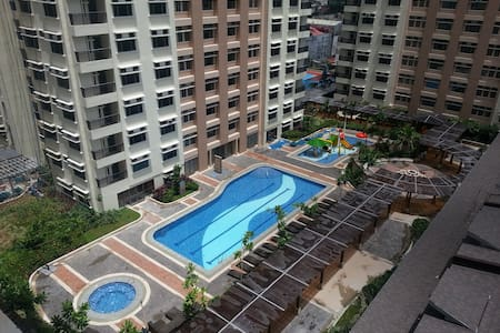 Manhattan Condo Aircon Room w/ WIFI - Condominium
