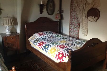 Old Country Room - Bed & Breakfast