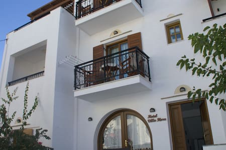 Villa Flora provides 2 apartments and 7 studios with private bathroom, kitchenette and daily cleaning. We are located just 100 m. away from the Beach & 300 m. from Naxos Town, in a peaceful neighbourhood near supermarkets, shops, restaurants & cafes!