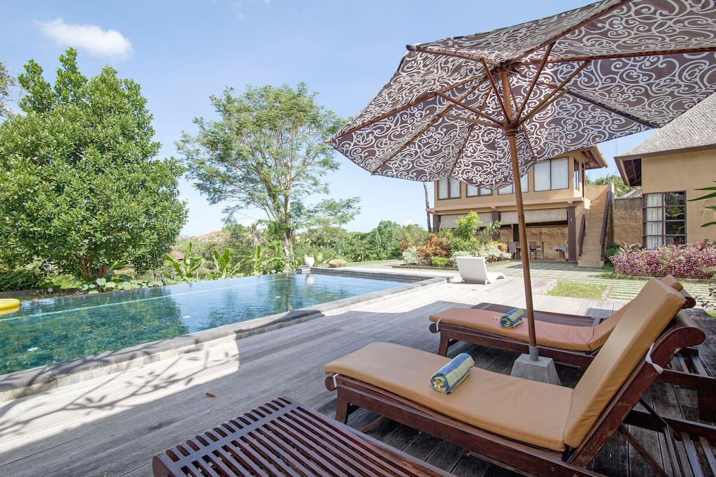Relaxing by the pool  while you enjoying stunning view