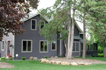Charming Home Views St Croix River! - Stillwater - Дом