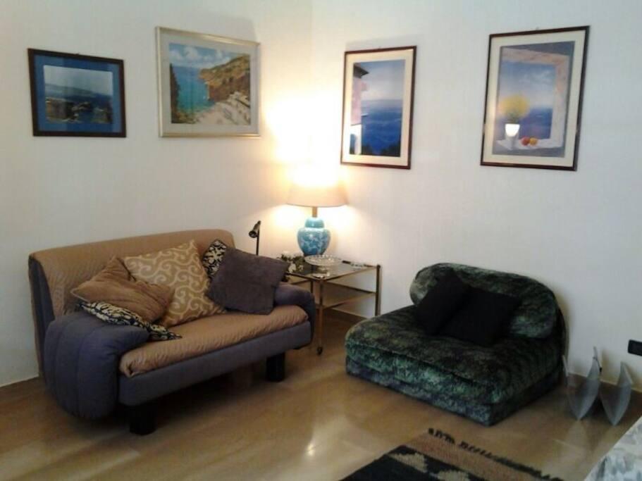 stanza 2 con divano letto una piazza e mezzo