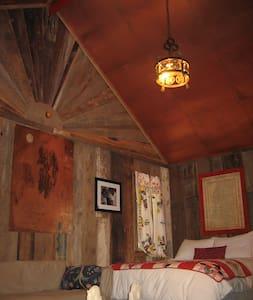 Walt Shack || Seven Chimneys Farm - Stuga