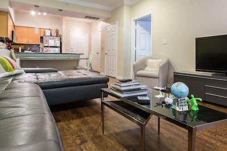 Oak Lawn Master Bedroom - Apartment
