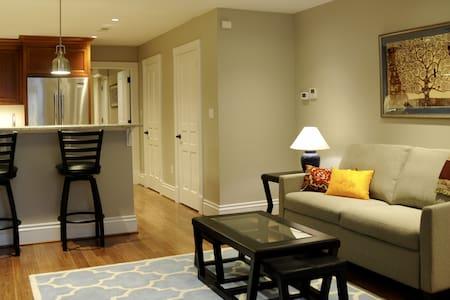 Deluxe P Street Suite - Georgetown