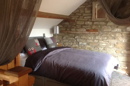 Barn conversion in superb rural village - sleeps 4 - Casa
