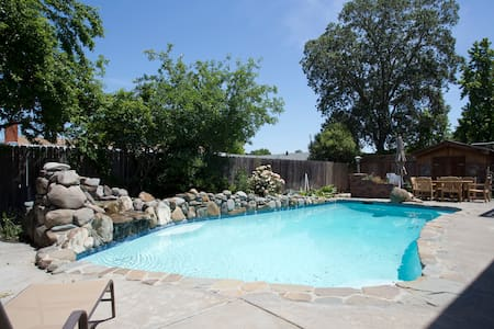 6BR Sonoma Retreat with Pool & Spa!