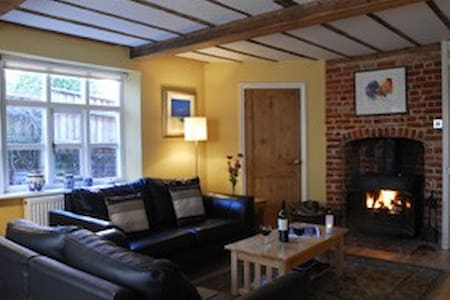Characterful Cottage in Blaxhall - Casa