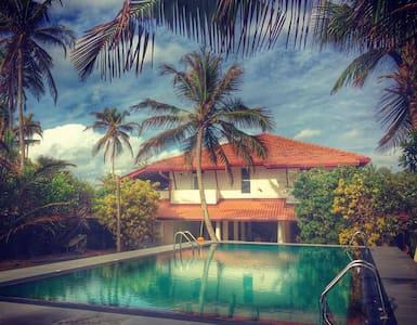 Ziegler Cottage with Beach View - Negombo