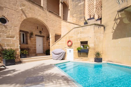Cosy fully renovated farmhouse Gozo - Ix-Xewkija - Дом