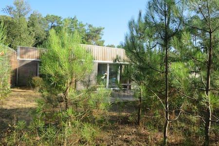 Maison en bois dans les pins - Longeville-sur-Mer - House