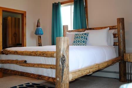 The Columbine Suite - Encampment - Bed & Breakfast