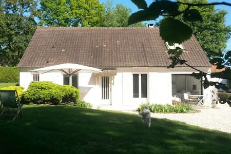 The quiet of the countryside in AUXERRE - House