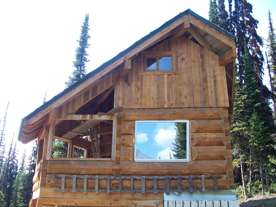 outside view of Hermit Thrush Cabin